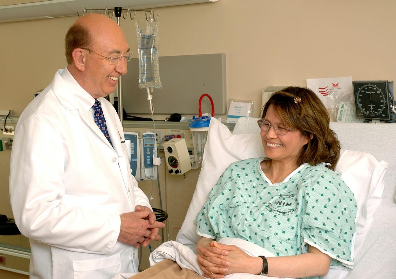médico consultando paciente